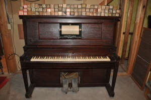 1918%20Hammond%20Player%20Piano%20with%20Many%20Rolls%20of%20Music